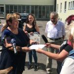 ASINELLA – Eselsfarm: Übergabe der Petition an die Landrätin
